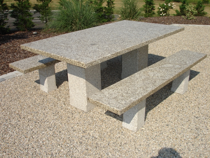 TABLES ET BANCS EN GRANIT